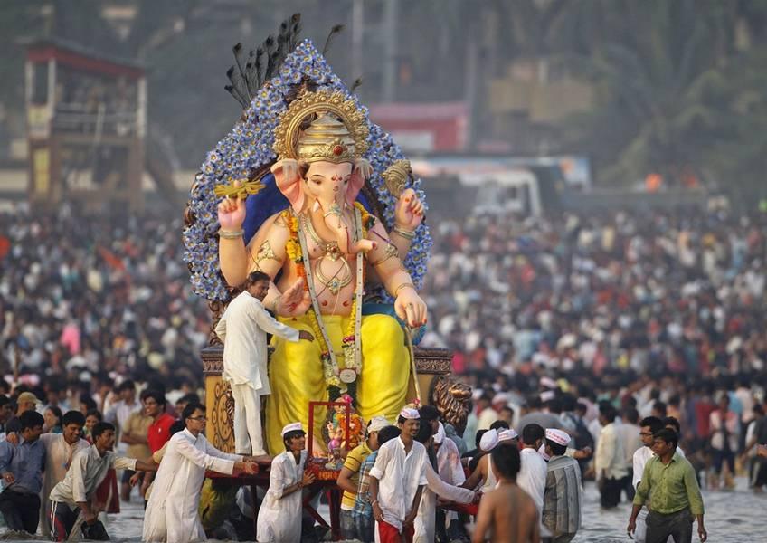 rakhi festival essay Rakshabandhan essay in hindi / rakhi रक्षाबंधन / राखी पर निबंध about festival of rakshabandhan in hindi रक्षाबंधन त्यौहार के बारे में जानकारी.